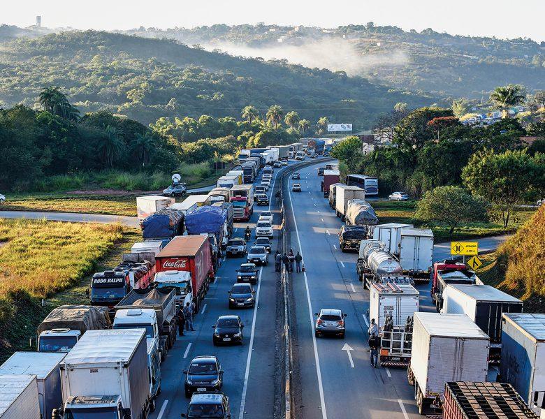Caminhoneiros planejam nova greve no dia 1 de novembro